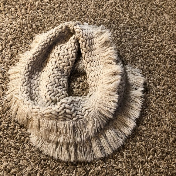 AMERICAN EAGLE INFINITY CROWL SCARF